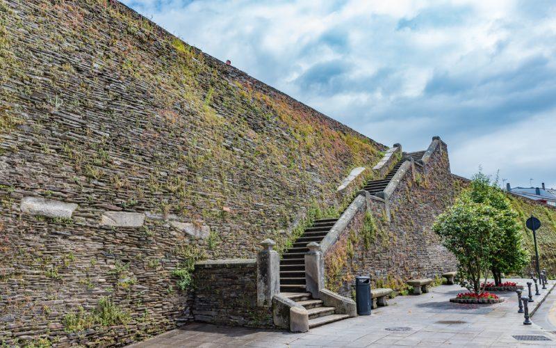 Escaleras acceso muralla Lugo