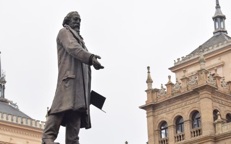 Estatua de José Zorrilla en Valladolid, su ciudad natal