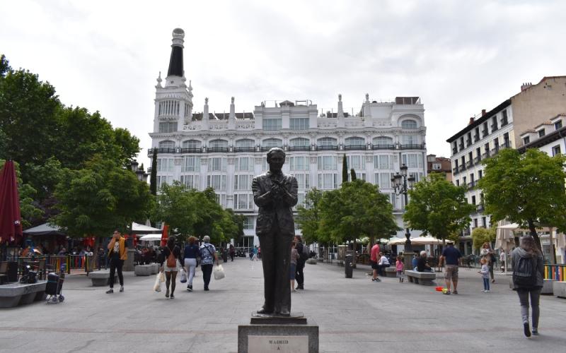 La escultura de Lorca en la Plaza de Santa Ana es uno de los monumentos más reconocibles de las calles madrileñas