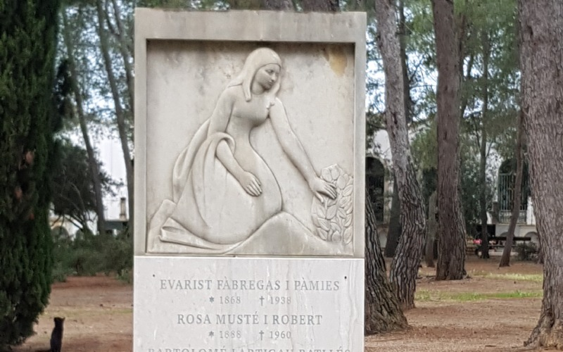 Estela funeraria de Evarist Fàbregas