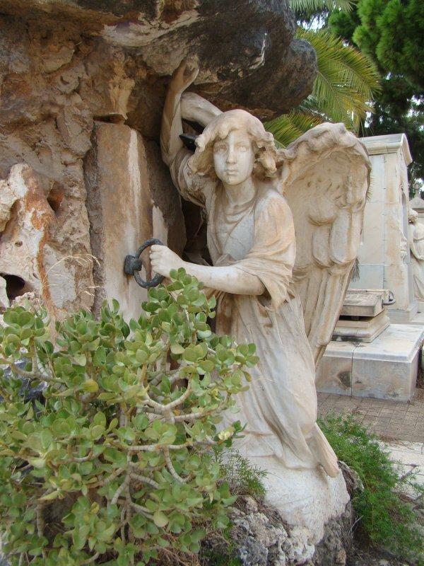 Una de las aportaciones de Eugenio Carbonell museo del silencio valencia cementerio