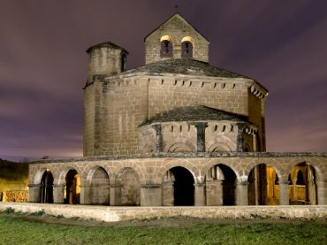 Santa María de Eunate, una ermita con leyenda mágica en el cruce de caminos