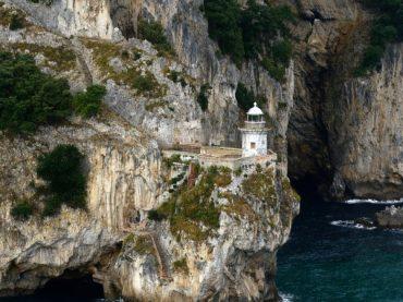 Faro del Caballo de Santoña, más de 700 peldaños hasta una maravilla cántabra
