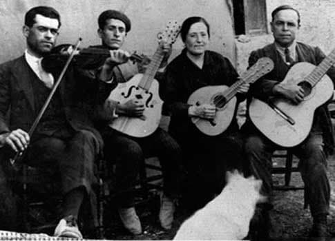 Músicos en una antigua Feria de Comares