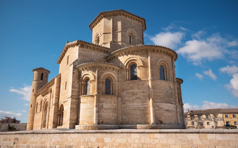 Uno de los hitos del Camino Francés, Iglesia de San Martín de Tours