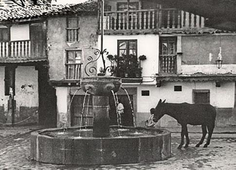 Plaza de la Fuente de los Cuatro Caños en Valverde de la Vera