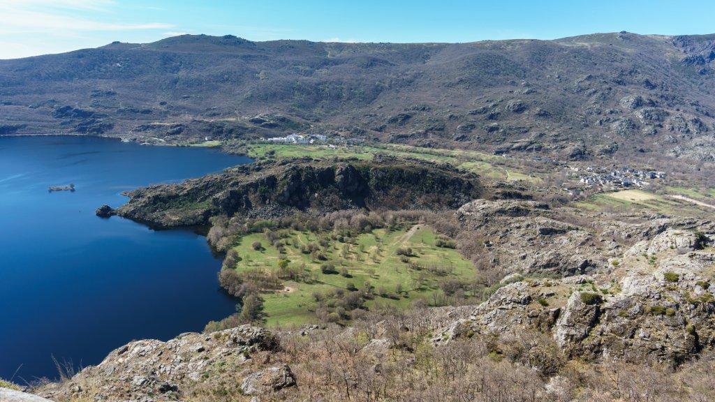 Vistas del lago de Sanabria desde Ribadelago, Galende