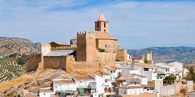 Iglesia de Santiago y Castillo de Iznájar