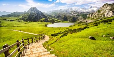 Lagos de los Picos de Europa cerca de Covadonga