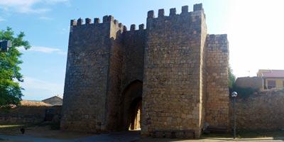 galeria_castilla-y-leon_soria_alcazan_puerta-mercado_prop