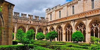 claustro monasterio santes creus