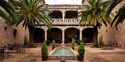 Patio del Parador (Antiguo Castillo de Jarandilla de la Vera)