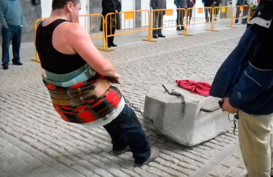 herri-kirolak-arrastre-de-piedras-por-personas-gizon-proba