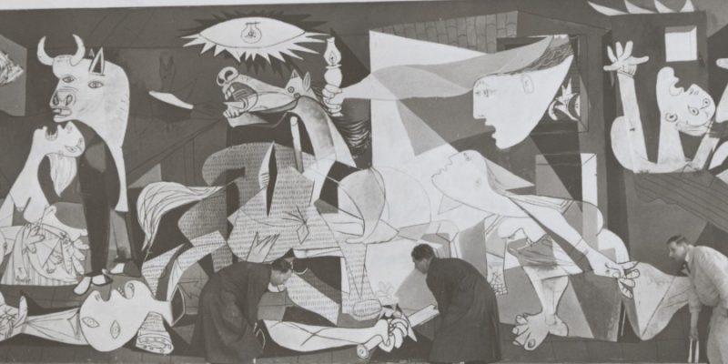 Tudela revive las peripecias históricas del Guernica de Picasso con una exposición