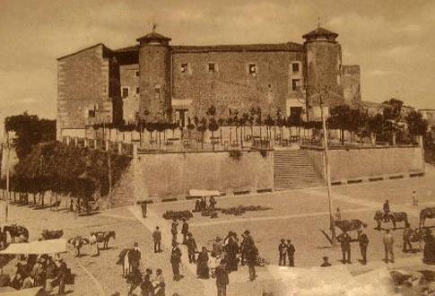 Imagen antigua de la Plaza Mayor de Béjar y el Palacio Ducal