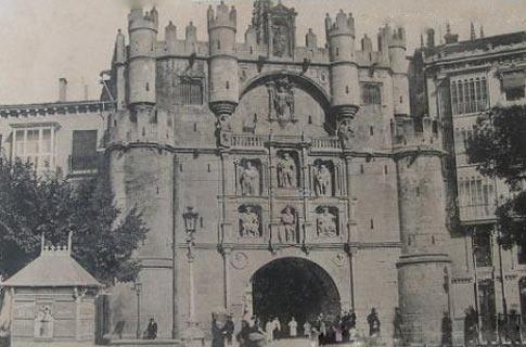 antigua postal del Arco de Santa María