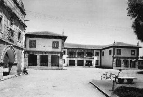 Foto antigua de la Plaza de la Cruz que ver en Cervera de Pisuerga