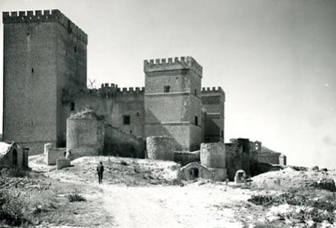 Foto antigua del castillo que ver en Ampudia