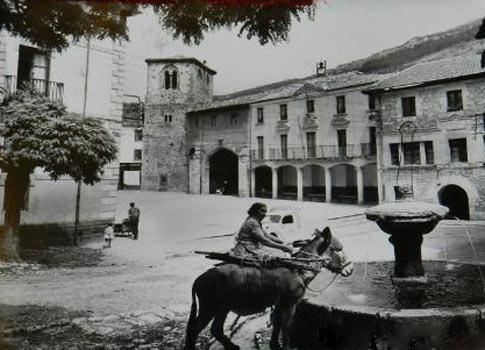 Plaza de Oña y Ayuntamiento al fondo