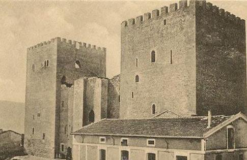 Antigua fotografía del Alcázar de los Velasco, un lugar que ver en Medina de Pomar