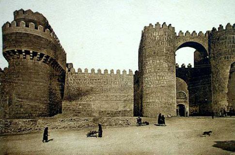 Imagen antigua de la Puerta del Alcázar de Ávila