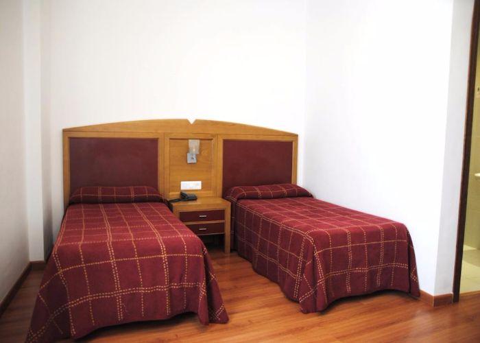 dormir brozas hotel balneario brozas