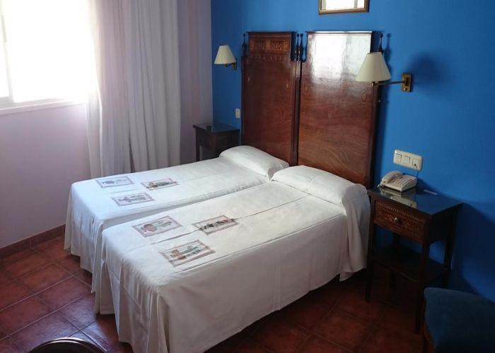 dormir caceres hotel iberia plaza america