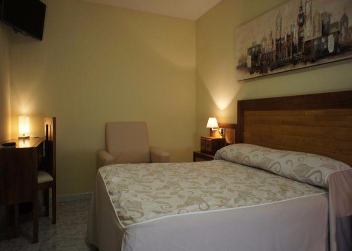 dormir brozas hotel puente romano