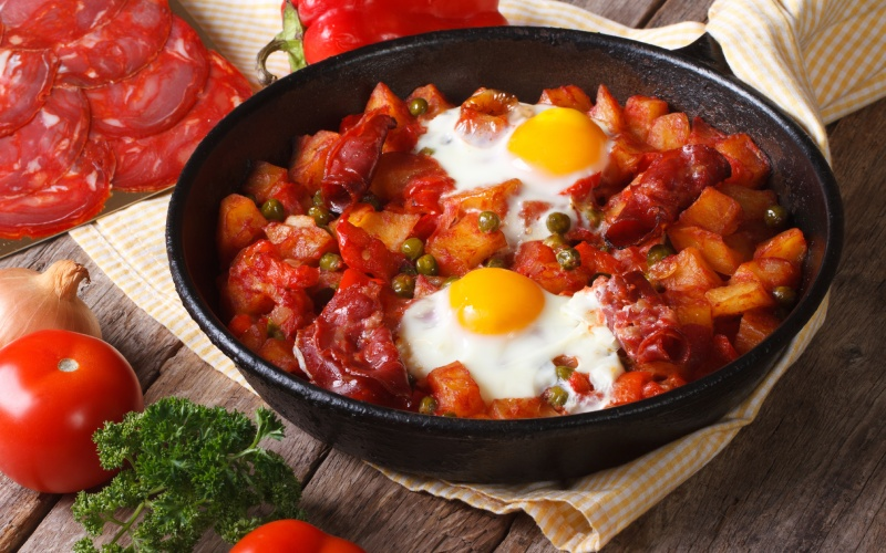 Plato de huevos a la flamenca de Sevilla