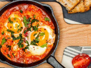 Huevos a la mallorquina, la variante balear de una receta tradicional