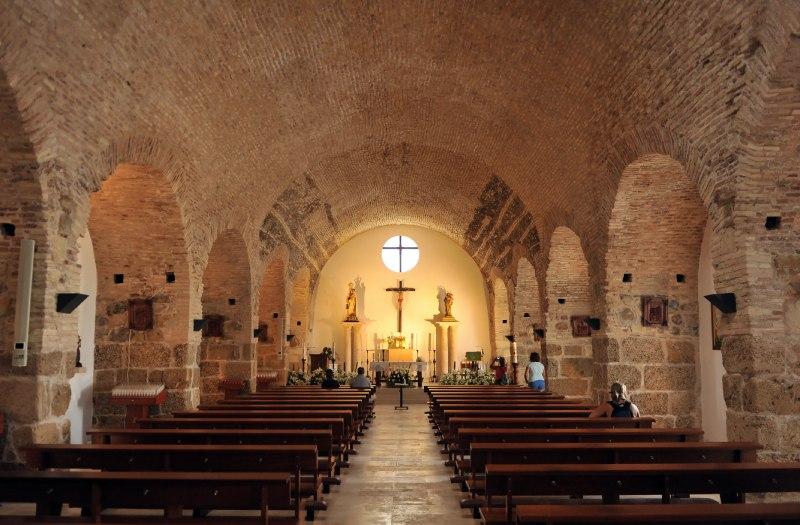 Interior de la iglesia de Nuestra Señora del Carmen en Zahara de los Atunes