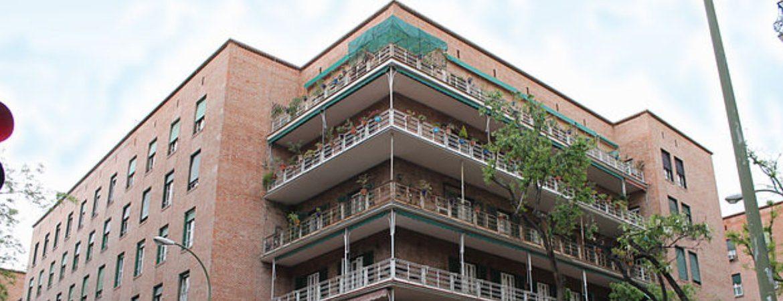 Mítica esquina con balcones de la casa de las flores