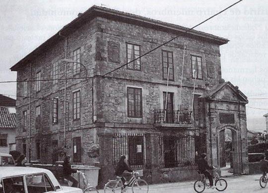 Imagen antigua del ayuntamiento de Cabezón de la Sal
