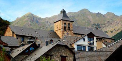 Casas e iglesia de Nuestra Señora de la Asunción
