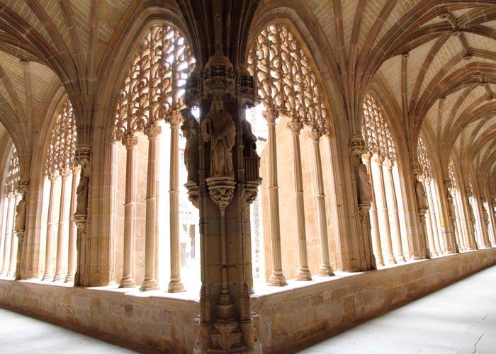 claustro monasterio najera