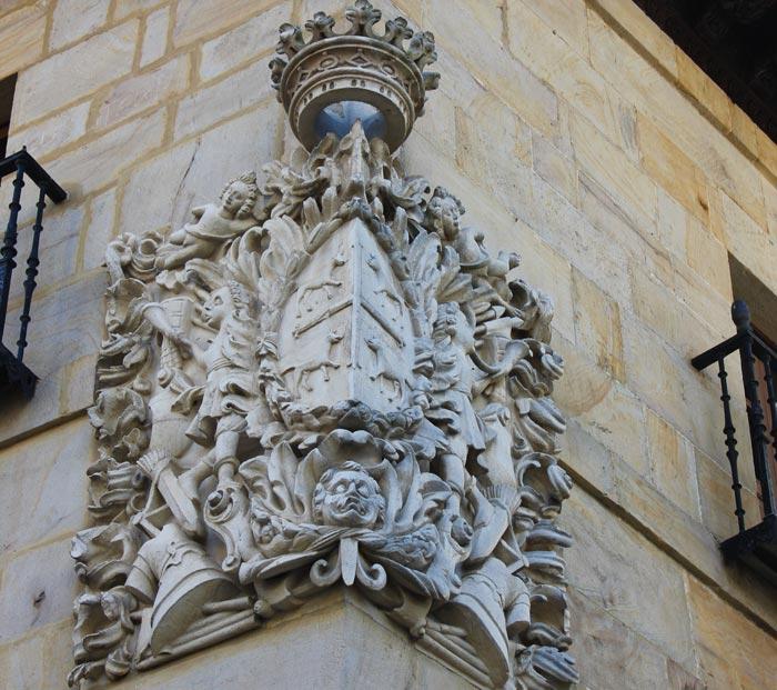 Escudo de armas del Palacio Garro