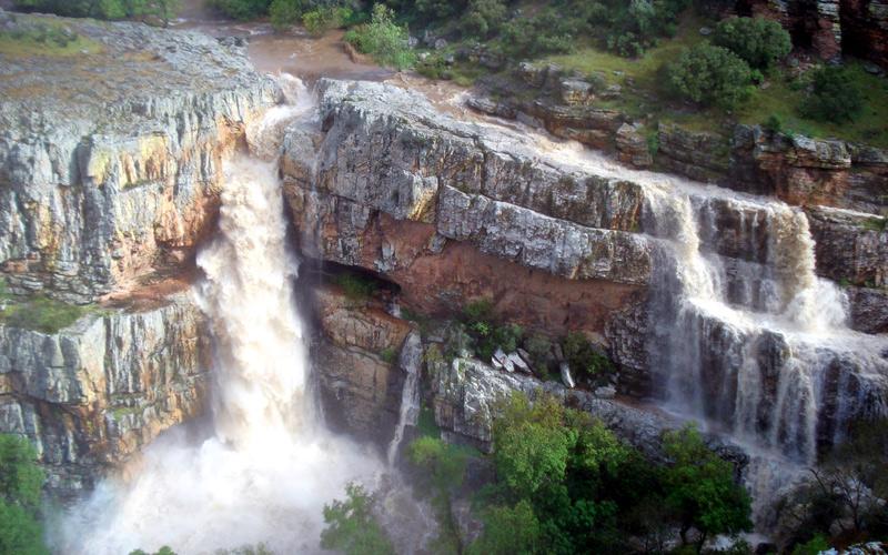 Cascada de la Cimbarra cerca de la localidad de Aldeaquemada