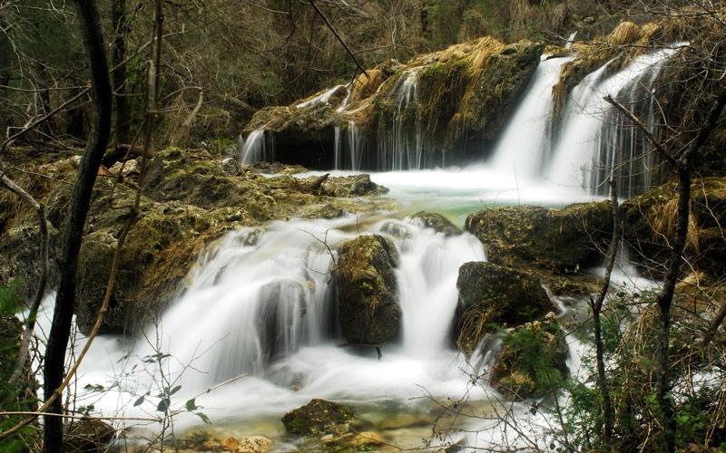 Cascadas en el Paraje Nacional del Nacimiento del Río Mundo