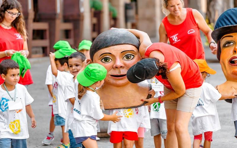 Fiesta de cabezudos en el Pueblo Español