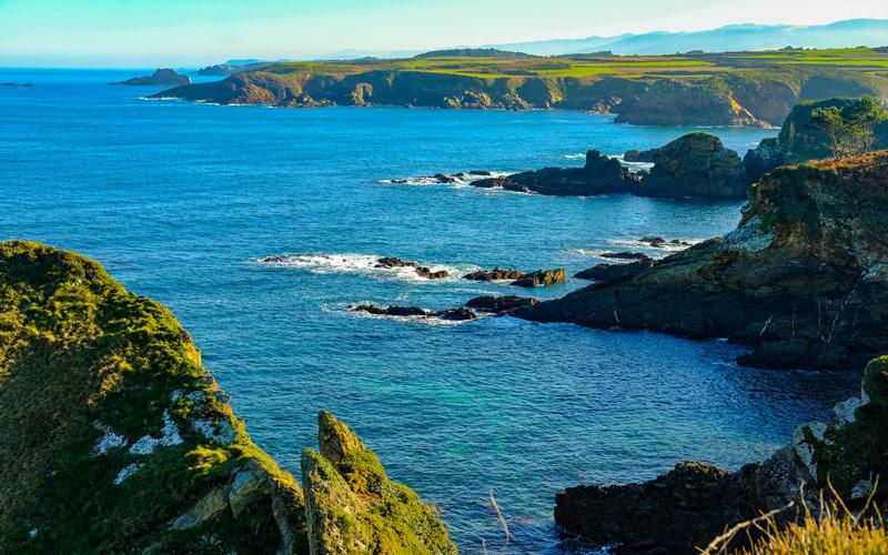 Costa de la playa de Porcía, entre El Franco y Tapia de Casariego | Shutterstock