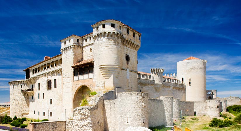 imagen_blog_internacional_Incredible Gothic Castles in Castile and León-cuellar-(1)