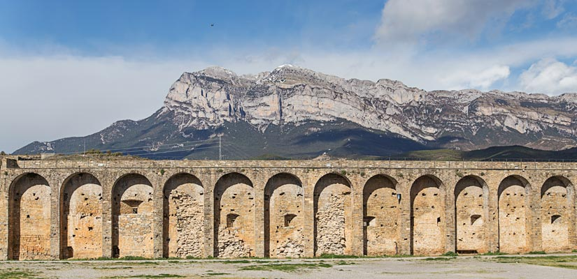 Los castillos m s fascinantes de huesca espa a fascinante for Oficina turismo ainsa