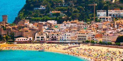 Vista de playa y Castillo