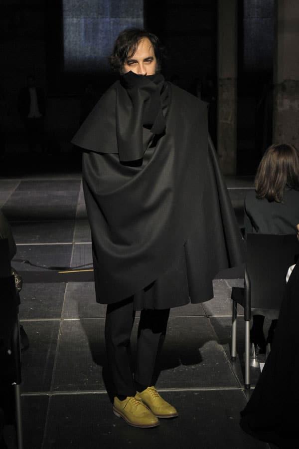 moda Oteyza capa negra