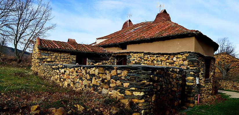 imagen_blog_viaje_pueblos-de-colores_amarillo_martin-munoz-de-ayon_cosme.lgfl
