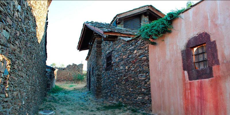 imagen_blog_viaje_pueblos-de-colores_negro_serracin_unbuenplan_gl