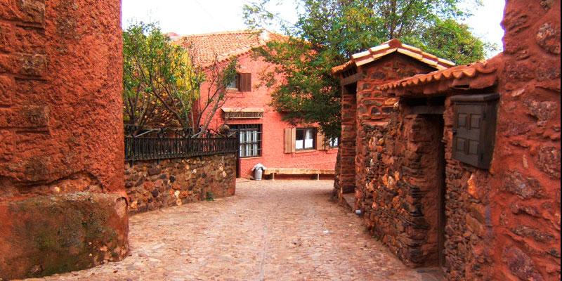 imagen_blog_viaje_pueblos-de-colores_rojo_villacorta_madriguera_unbuenplan_gl