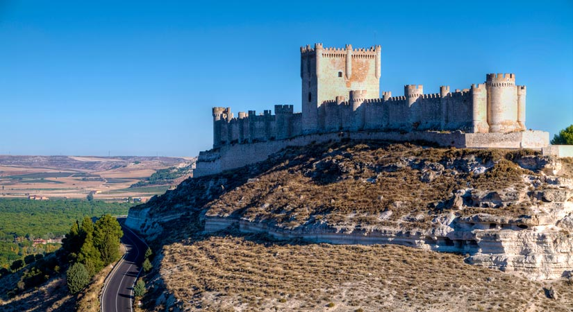 imagen_blog_internacional_Incredible Gothic Castles in Castile and León_castillo-peñafiel