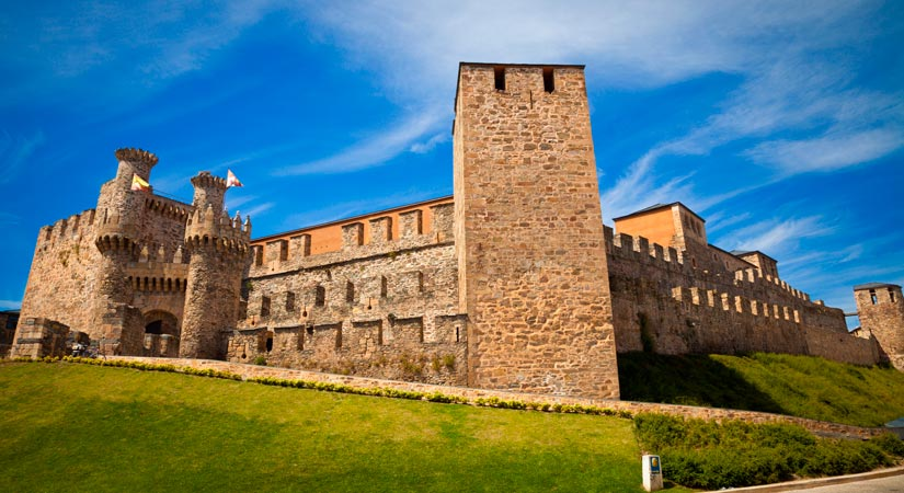 imagen_blog_internacional_Incredible Gothic Castles in Castile and León_castillo-ponferrada-(2)