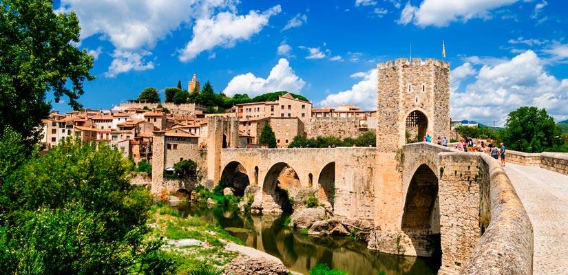 Pueblos medievales más bonitos de España besalu